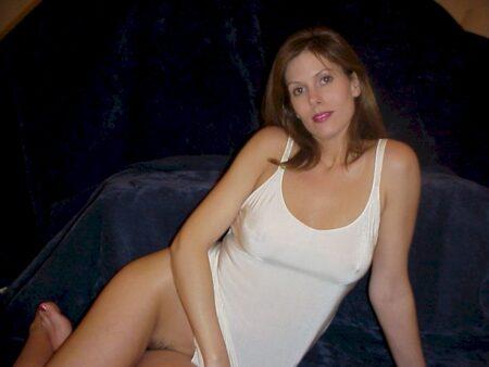 Cougar sexy seule depuis peu
