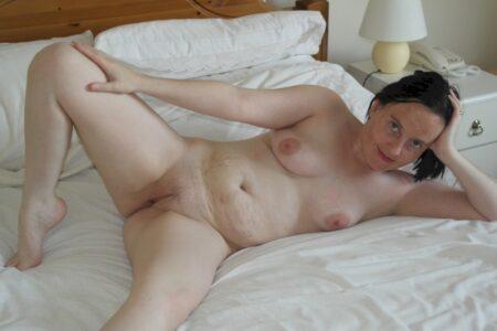 Femme infidèle sexy soumise pour amant dominateur souvent dispo